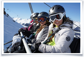 Brillantmont students on a skiing excursion