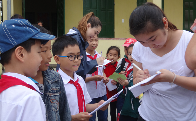 Vietnams children and Brillanmtont students