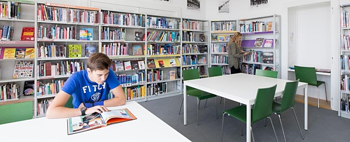 Brillantmont International School library