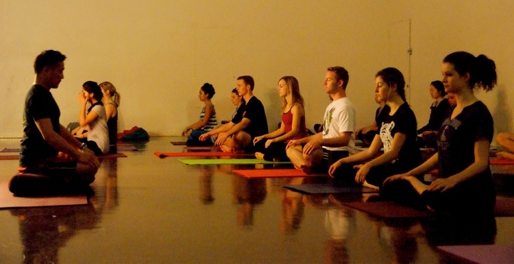 students meditation