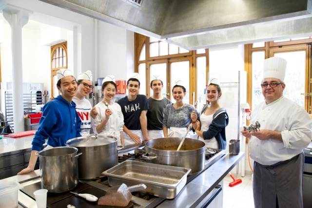 Cooking class in Brillantmont school