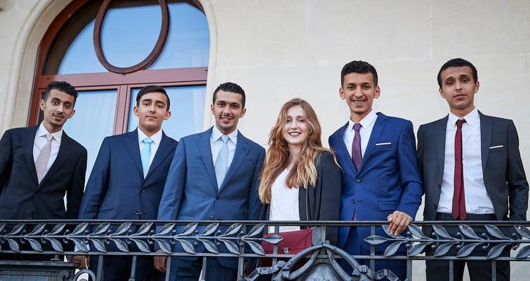 graduation group photo of students